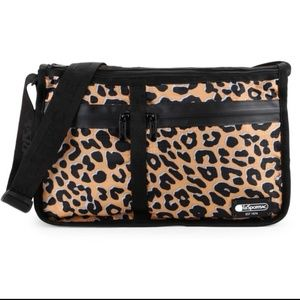 lesportsac leopard crossbody purse excellent cond